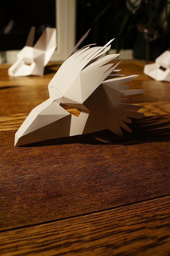 Un masque tête d'oiseau sous sa forme non-peinte